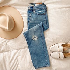 NWT Levi's Wedgie Straight Jeans Light Wash